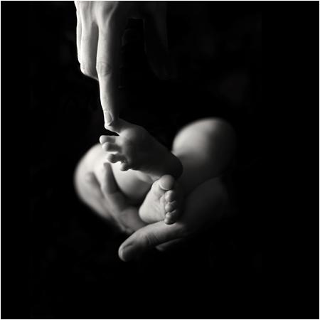 Photo de Julienne Rose - Café des parents chez KID & Sens (Aix) : bébé manipulé par un ostéopathe