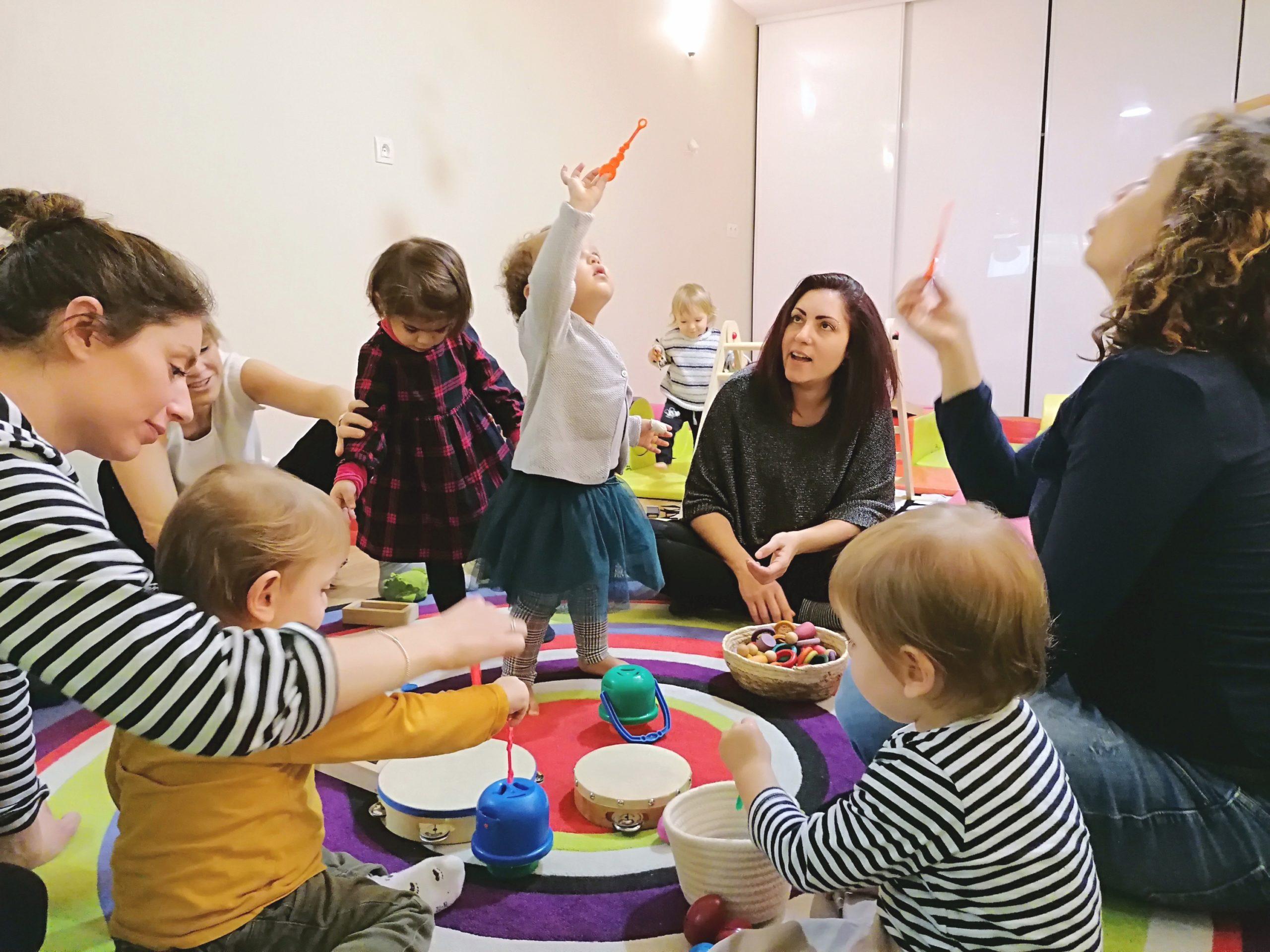 Eveil sensoriel et motricité pour les enfants avec leurs parents chez KID & Sens à Aix en Provence