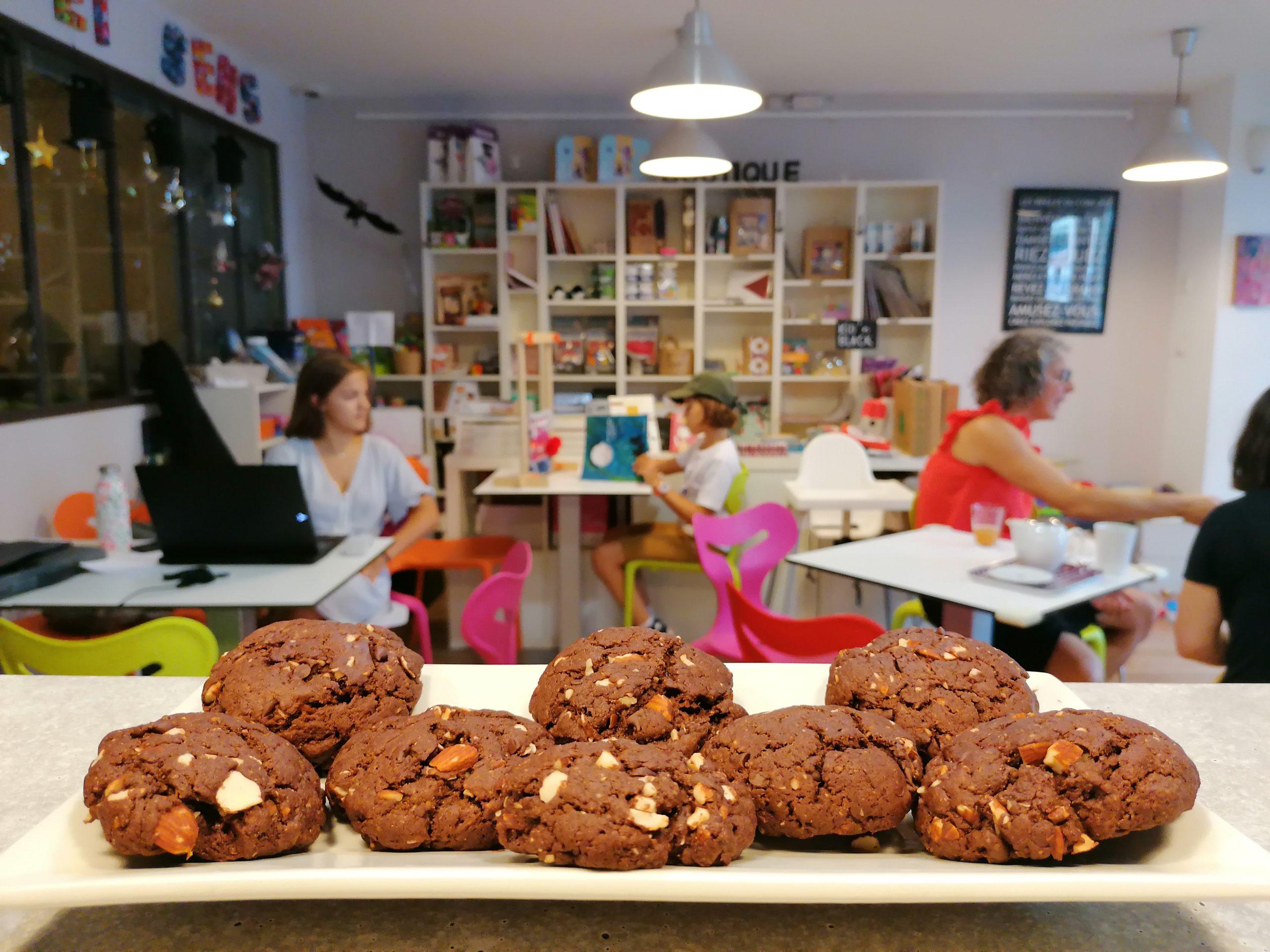 Salon de thé kid-friendly et goûter de cookies pour les enfants chez KID & Sens à Aix en Provence