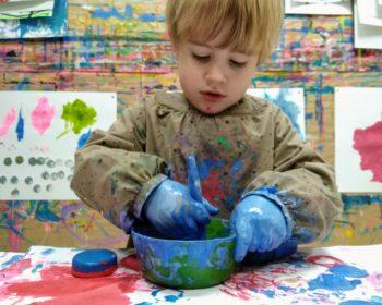 Les enfants adorent patouiller chez KID & Sens à Aix en Provence